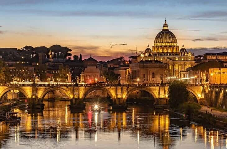 Roma vista su San Pietro e Ponte Sant'Angelo.