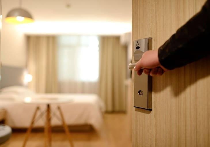 albergo stanza tampone
