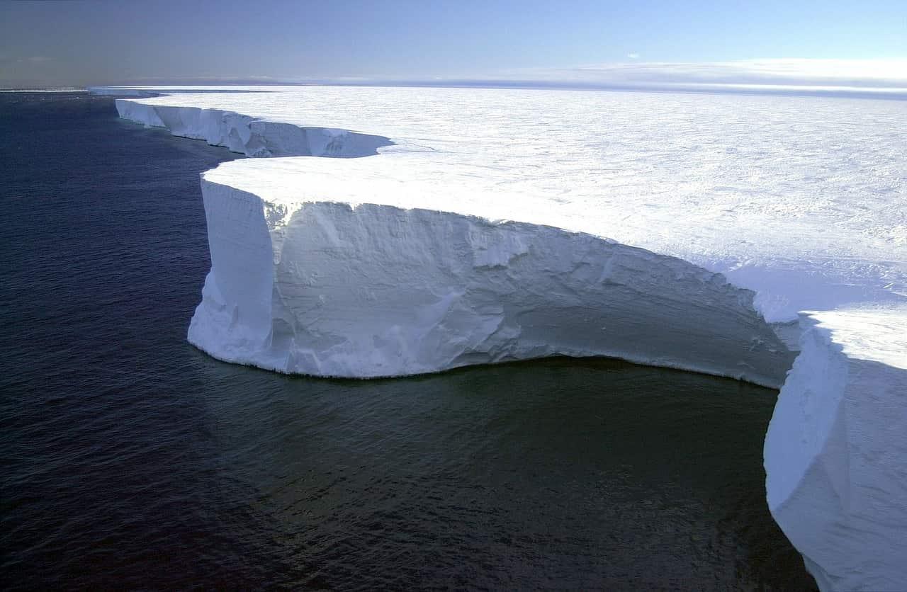 iceberg grande mondo antartide