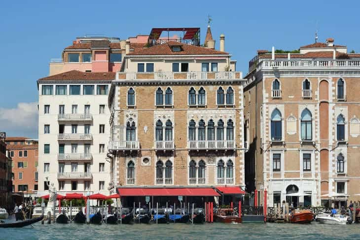 hotel bauer venezia caduto turista