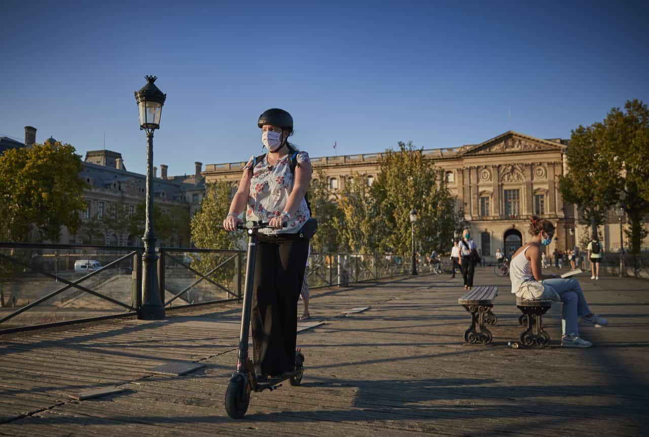La Francia abolisce le mascherine all'aperto e il coprifuoco