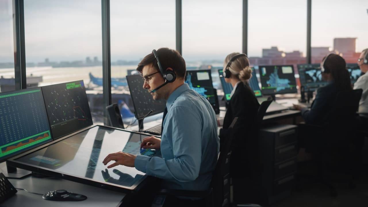 stipendio controllore traffico aereo