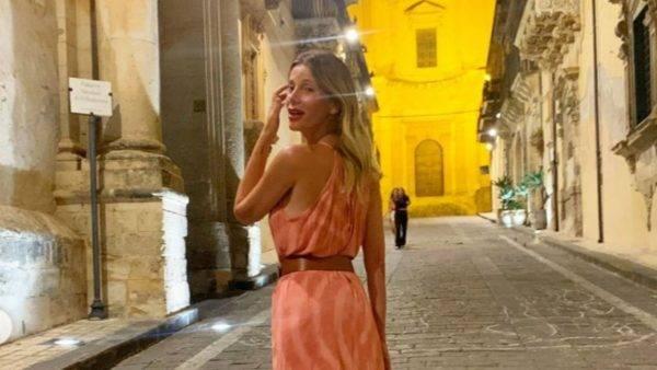Alessia Marcuzzi in vacanza a Noto