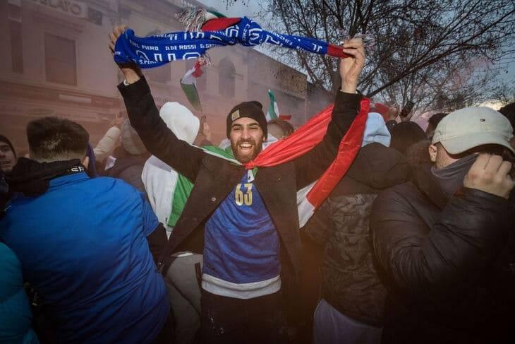 festa nel mondo per la vittoria dell'italia