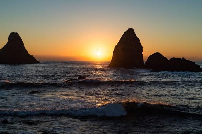 Vedere il sole che sorge dalle Isole Ciclopi