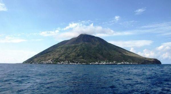 Stromboli uno dei posti più isolati dove andare in vacanza