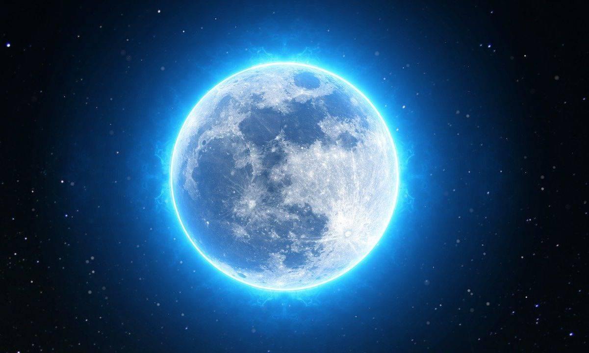 Luna Blu nel cielo di agosto