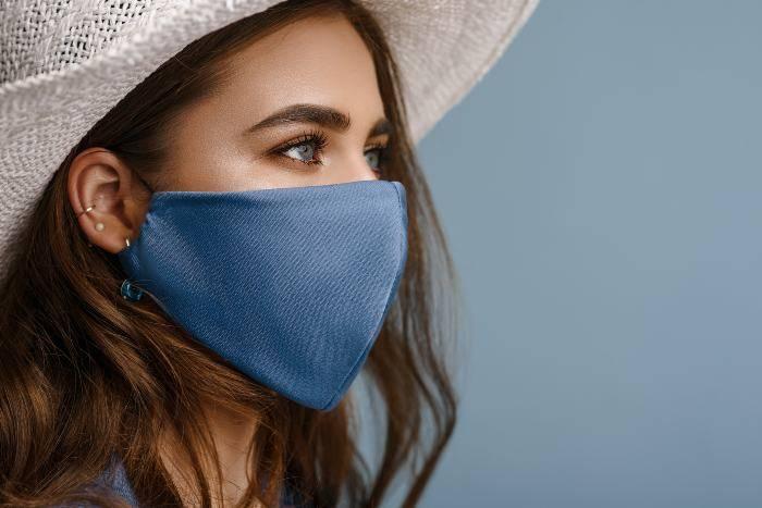 No alle mascherine di stoffa in aereo