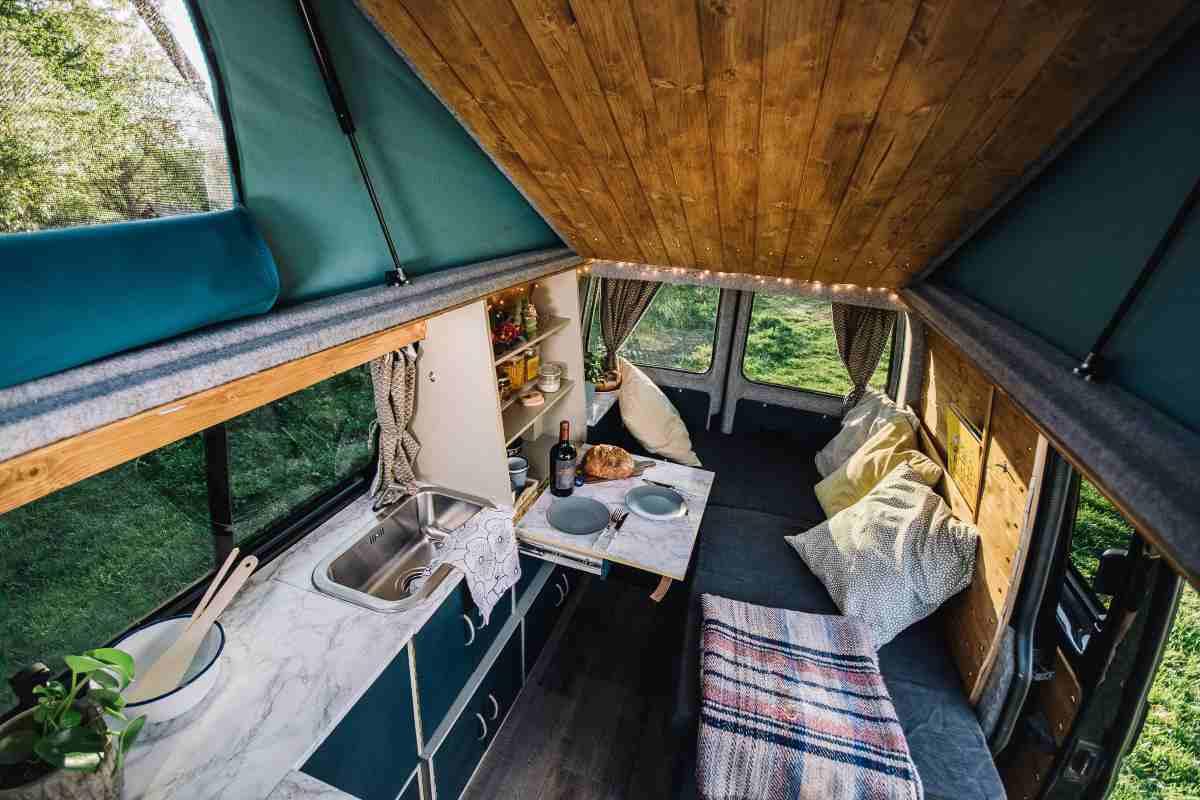 Vivere viaggiando in una mini-casa