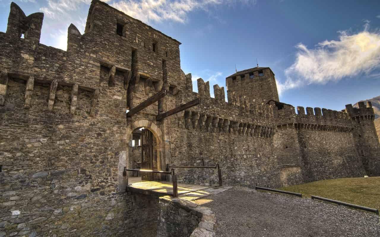 Luoghi da brivido per il Ponte di Ognissanti: il Castello di Azzurrina