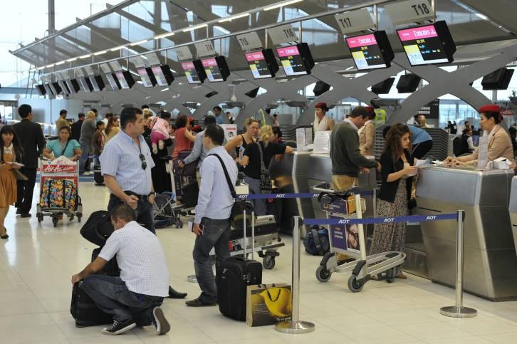 gente in attesa di partire