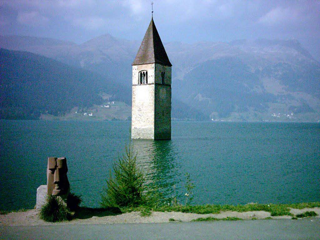 Campanile nel lago di Resia (Udine)