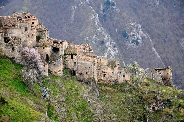Il borgo di Romagnano al Monte (Salerno)
