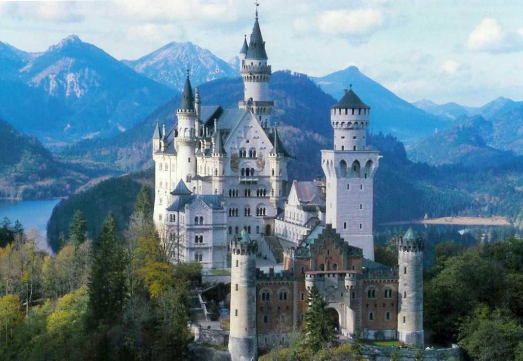 Idee di viaggio un giro tra i castelli da favola del re for Soggiorno castello