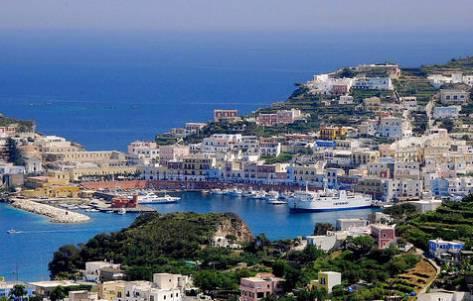 Ponza: dove dormire sull\'isola più selvaggia del Mediterraneo ...