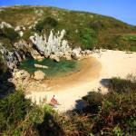 Playa de Gulpiyuri, Asturias, Spain - spiagge uniche 8