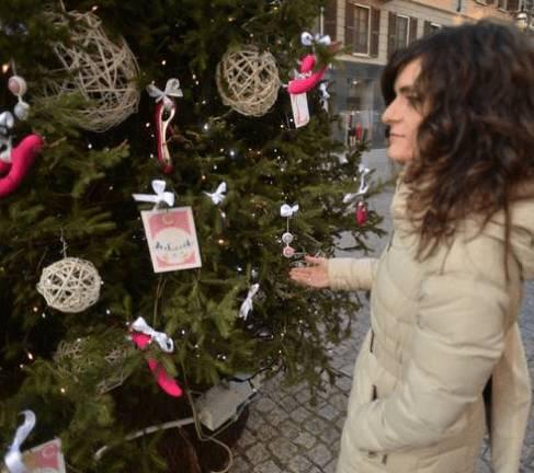 Immagini Hard Di Natale.Milano Albero Di Natale Hard Decorato Con Vibratori E Sex