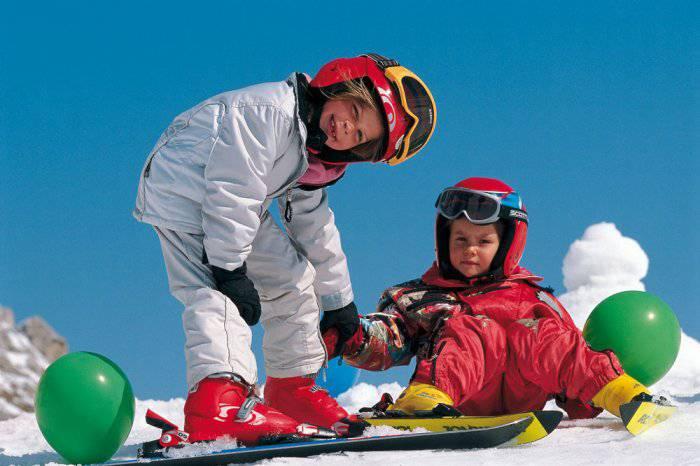 due-bambini-sulla-neve