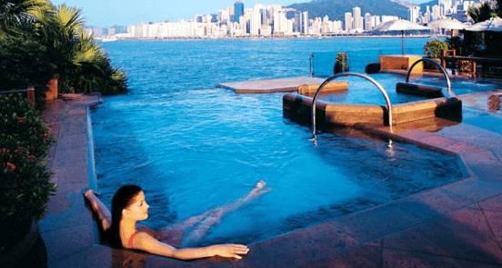 Top 5 gli hotel con le piscine pi belle al mondo for Si puo fare il bagno con la febbre