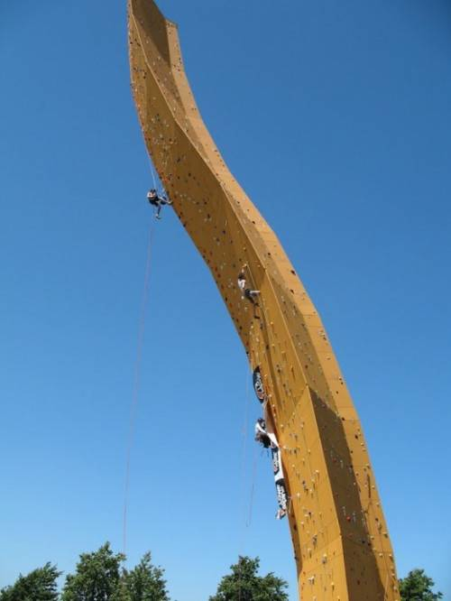 Groningen olanda la parete da arrampicata pi alta del for Statua piu alta del mondo
