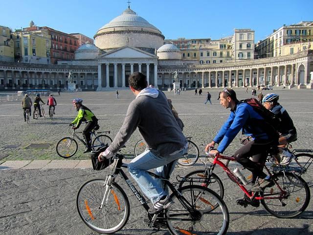 napoli in bicicletta