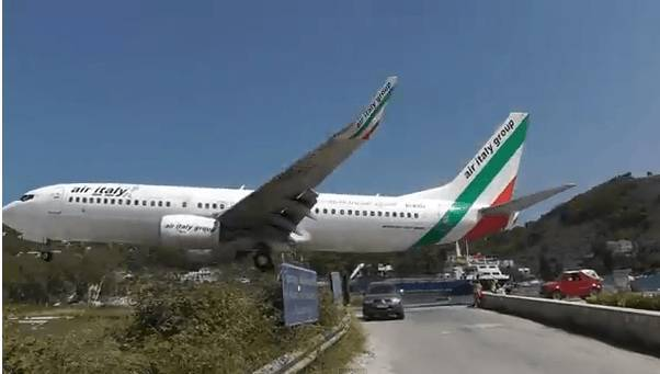 Aeroporto Skiathos : Skiathos atterraggio pericoloso per l aereo di air italy