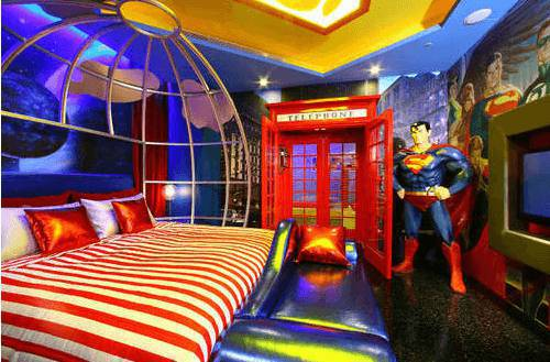 Camere A Tema Disney : Batman superman mickey mouse..le incredibili stanze dalbergo a