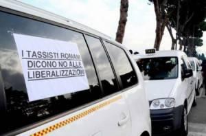 taxi3 300x198 Sciopero Taxi, Roma: treni e pullman da Fiumicino e Ciampino